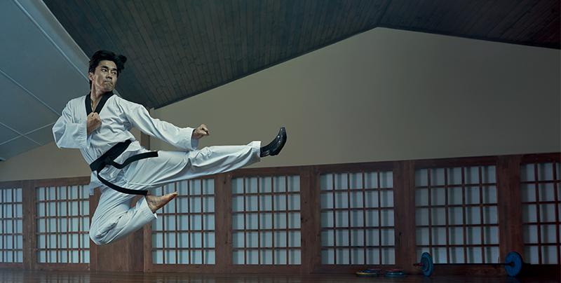 daa3d721c97bc08ba8c8ee120b7d2cef8d9a5a3d_axa_taekwondo-sansswich_full_body_8_largeur_cmjn.png